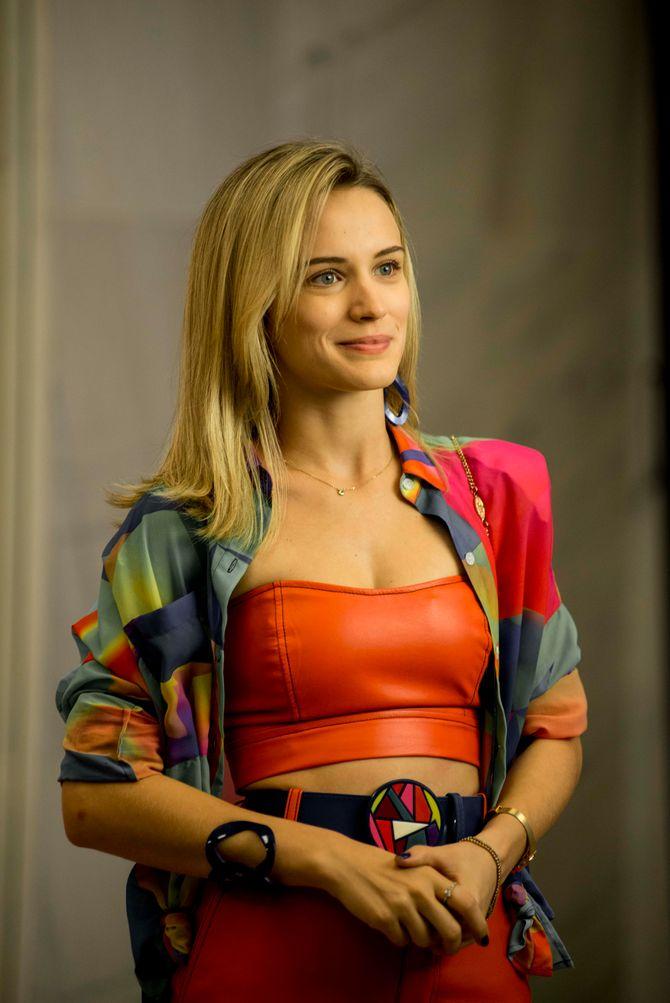 Victoria (Bianca Bin)