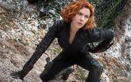 Scarlett Johansson reprend du service dans la combi sexy de Black Widow pour Ave