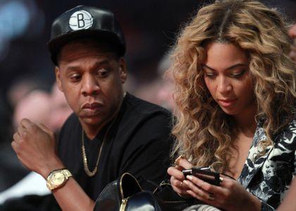 Jay-Z et Beyoncé à un matche de basket.