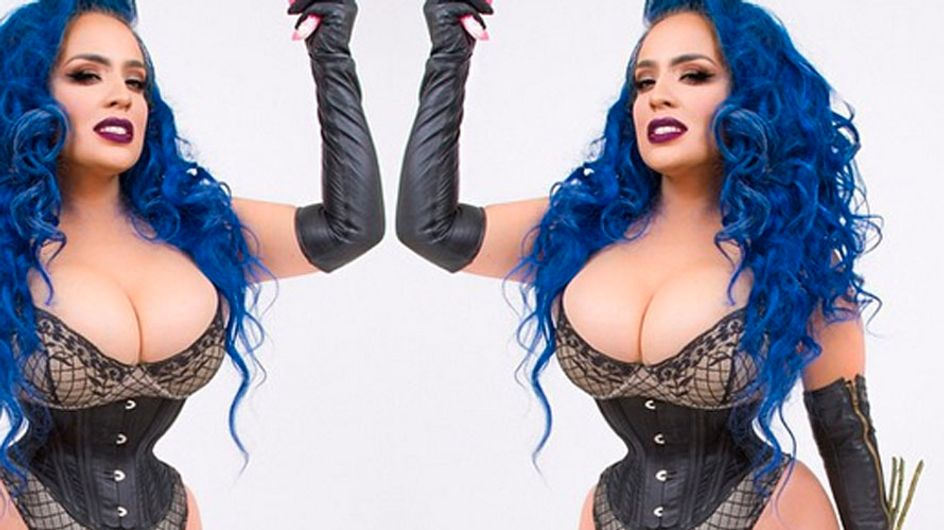 Woman Wears Steel Corset For 7 Years To Achieve 16 Inch Tiny Waist