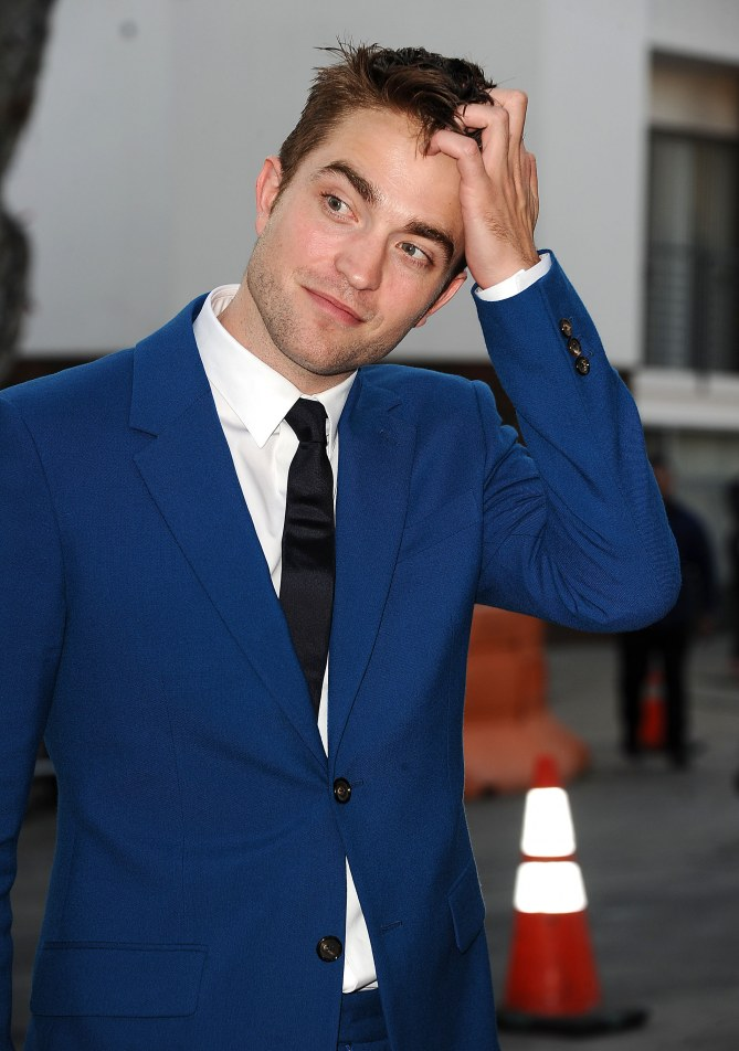 Robert Pattinson élégant.