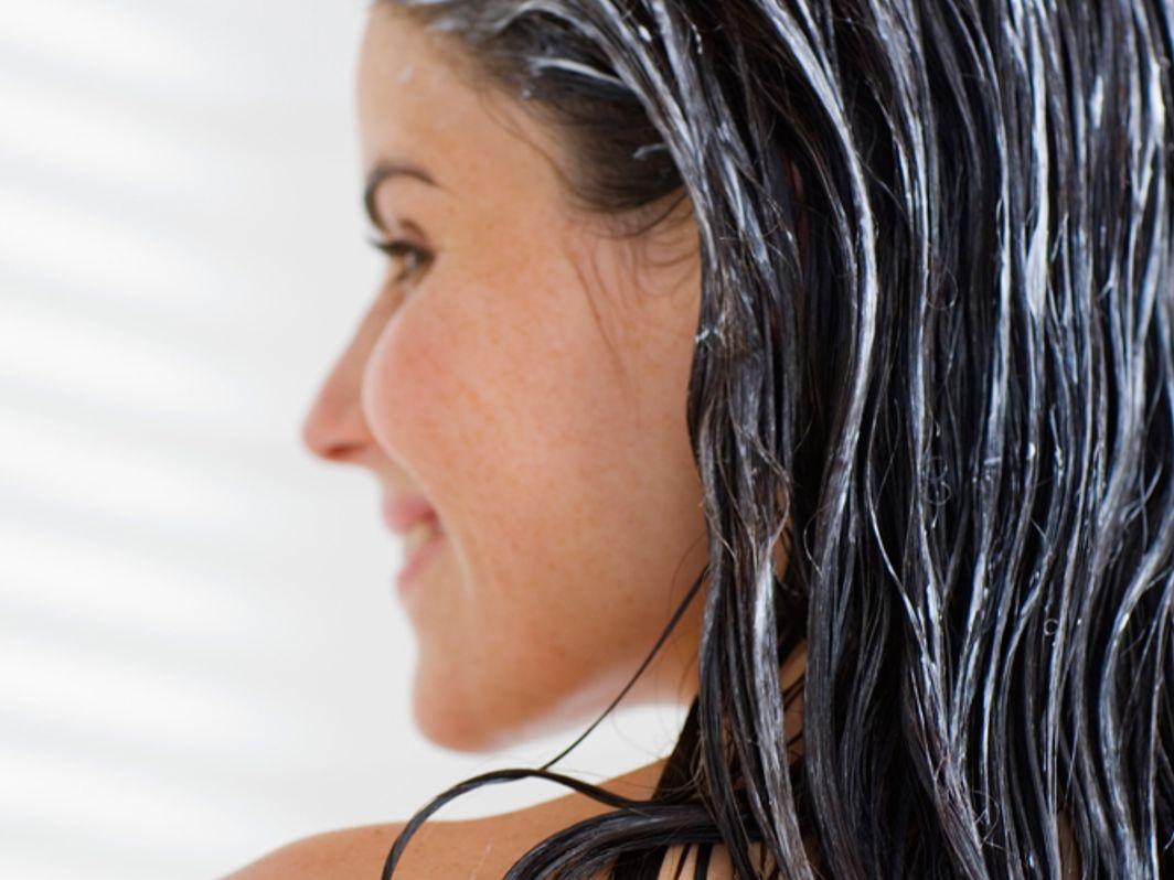 Mit schwarze strähnen haare grauen Schwarze Haare