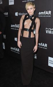 Miley Cyrus, en Tom Ford, au gala amfAR LA Inspiration