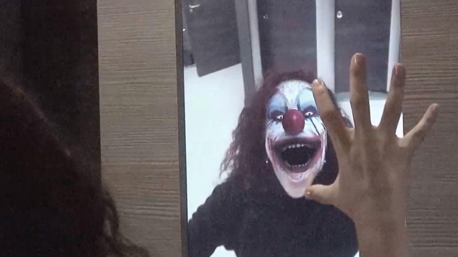 Video/ Guardarsi allo specchio e… vedere un clown assassino? La candid geniale