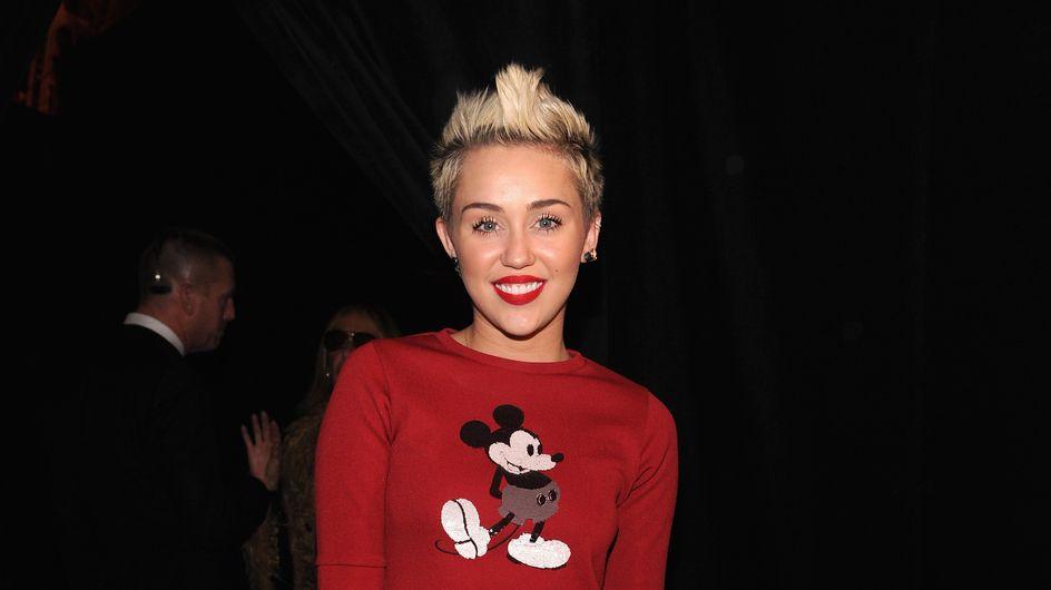 Miley Cyrus adopte un look sage pour rejoindre une baby-shower