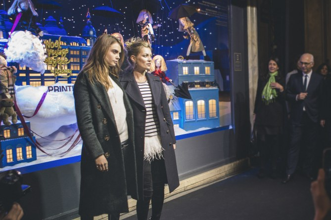 "Cara Delevingne et Kate Moss inaugurent ""Noël, Voyage Magique by Burberry"""