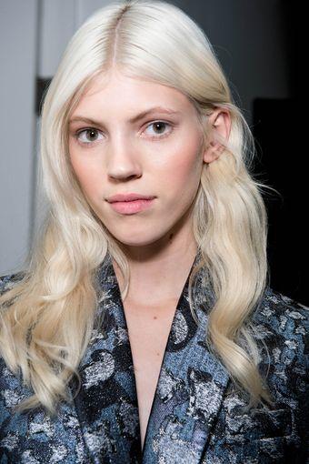 Haarfarben Trends Platinblond Und Granny Grau