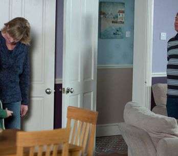 Eastenders 27/11 – Denise is horrified by her discovery