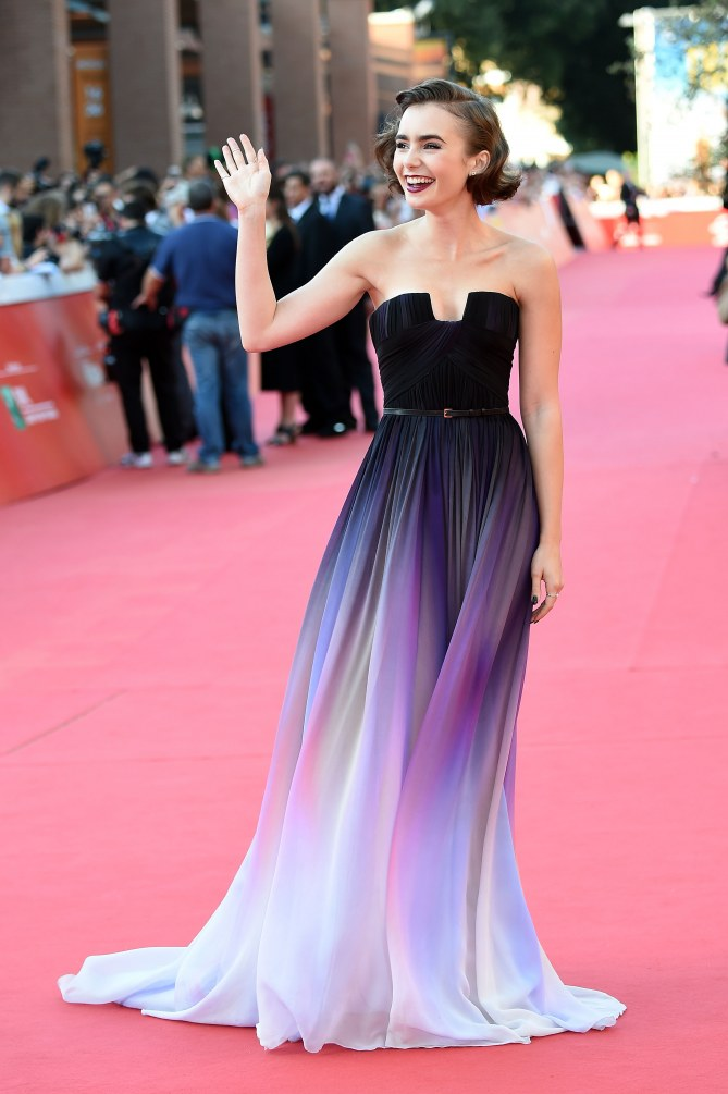Lily Collins, dans une robe Elie Saab, en 2014