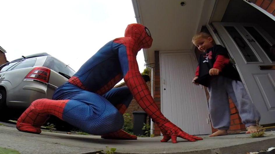 Super-Dad! Was dieser Vater für seinen schwerkranken Sohn macht, geht echt ans Herz