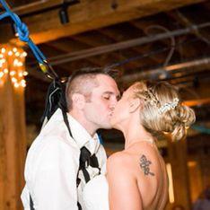 ¡Nada es imposible! Un novio abandona su silla de ruedas para bailar el vals nupcial con su mujer