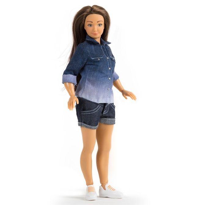 """Lammily, la """"vraie Barbie""""."""