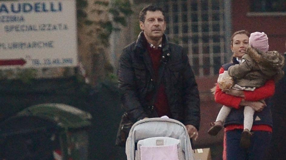 """Frizzi, innamoratissimo delle sue """"donne""""! Le foto del conduttore con la moglie e la figlia Stella"""
