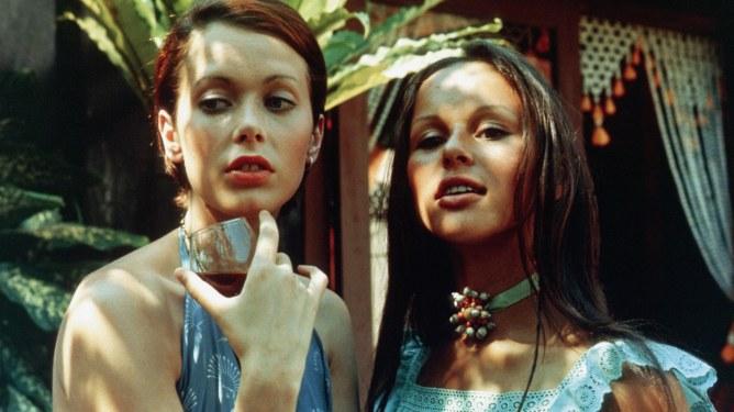 Una scena tratta dal film Emmanuelle (1974)