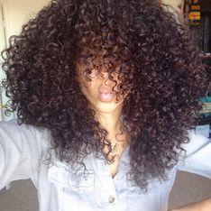 Aprenda a fazer um penteado de festa lindo para cabelos cacheados