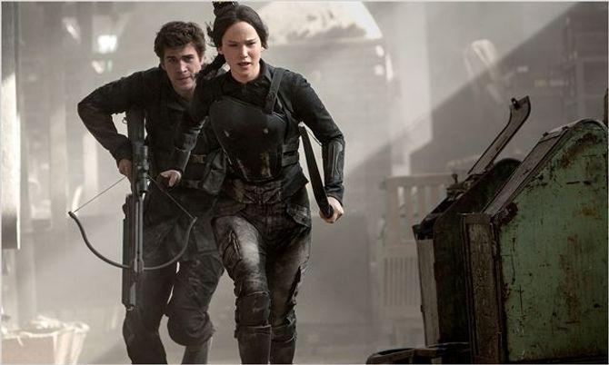 Liam Hemsworth et Jennifer Lawrence dans Hunger Games 3.