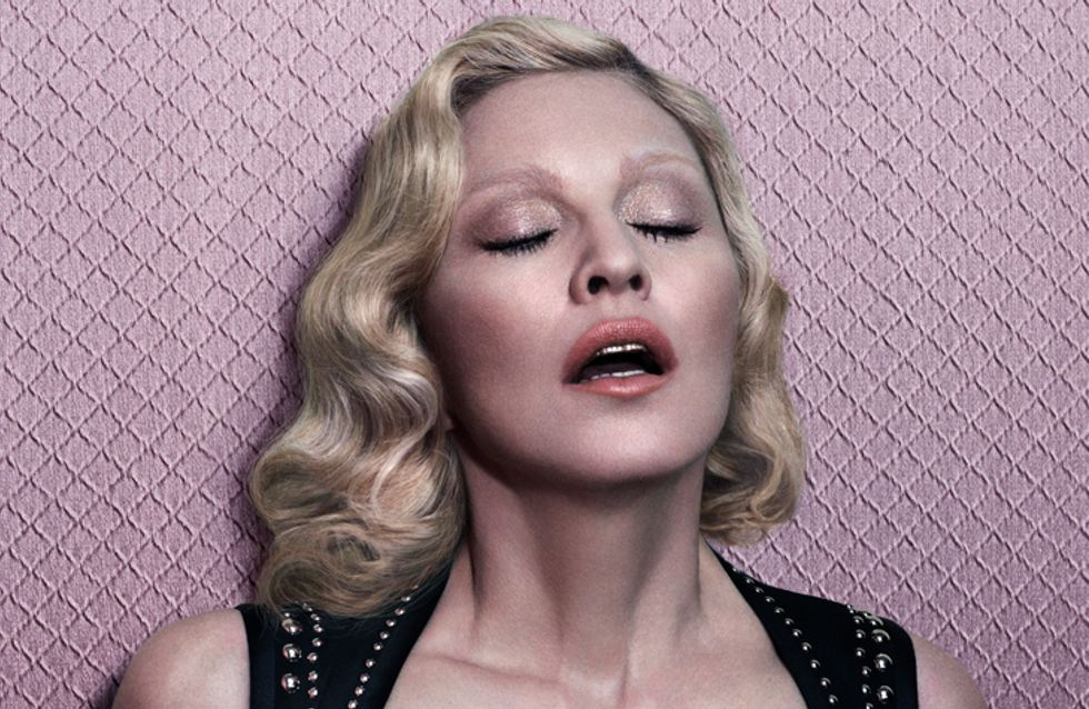 Madonna pose topless pour le magazine Interview (Photos)