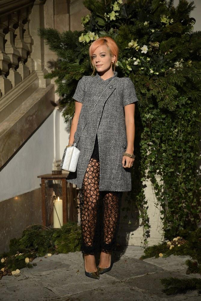 Lily Allen au défilé des Métiers d'art Paris-Salzburg 2014/15 de Chanel