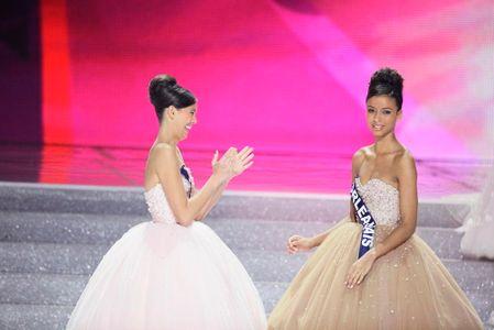 Flora Coquerel sous le choc après l'annonce de sa victoire face à Miss Tahiti