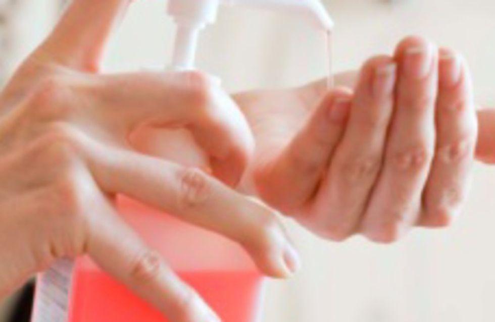 Les gels antibactériens pour les mains, à l'origine de cancers du foie ?