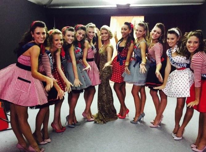 Les 11 Miss avant leur tableau comédie musicale