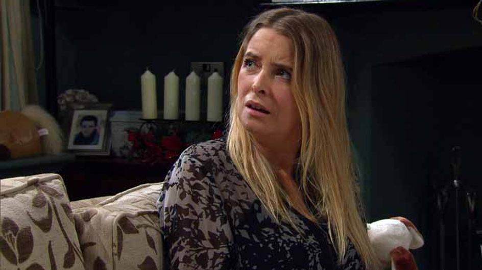 Eastenders 19/12 – Linda rushes over to help Stacey