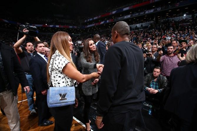 Beyoncé et Jay Z saluant Kate et William