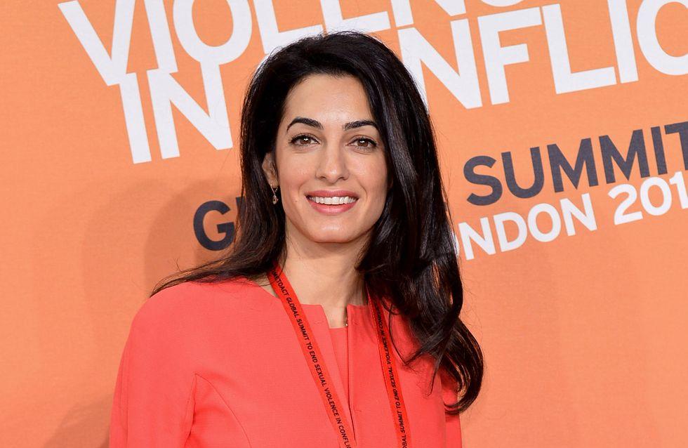 Amal Clooney enceinte ou pas ? Une photo sème le doute…