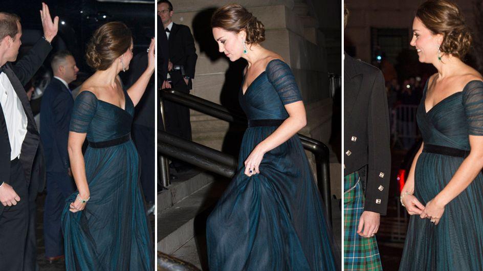 Kate Middleton splendida in abito da sera con il pancino in evidenza. Guarda le immagini!