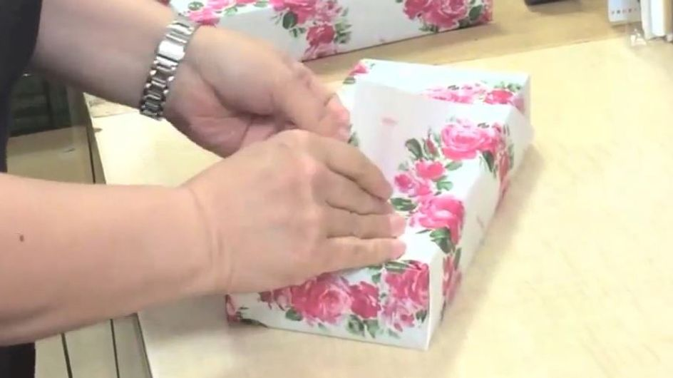 Mit diesem Trick ist Geschenke einpacken nur noch eine Sache von Sekunden