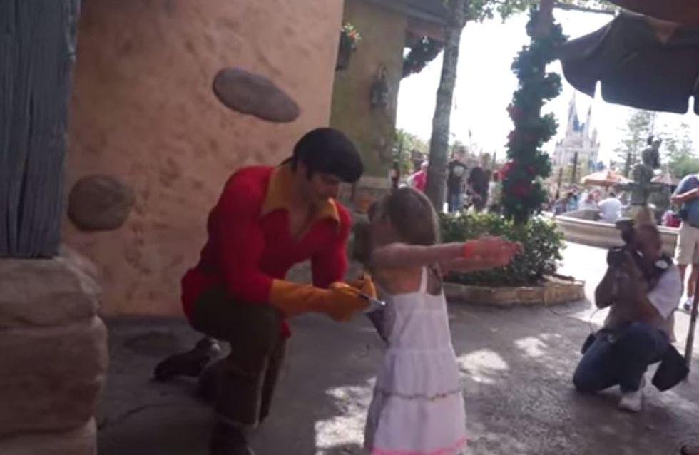 Une fillette répond aux propos sexistes d'un employé à Disney