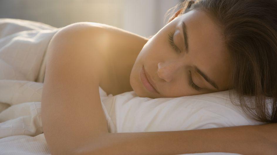Les étonnants effets et bienfaits de la nudité au lit