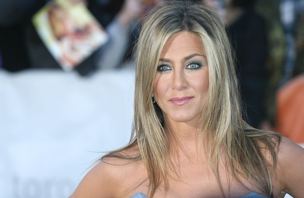 Jennifer Aniston pose topless pour Allure (Photos)