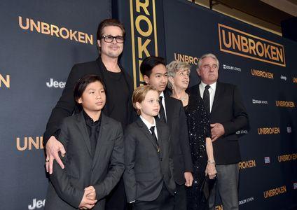 Brad Pitt, Pax, Shiloh, Maddox et leurs grands-parents