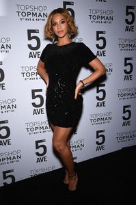 Beyoncé, dans une robe Topshop, en novembre 2014