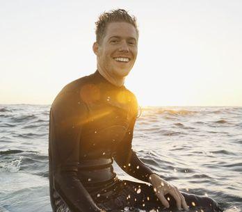Namorar um surfista é como ganhar na loteria dos namorados. Duvida?