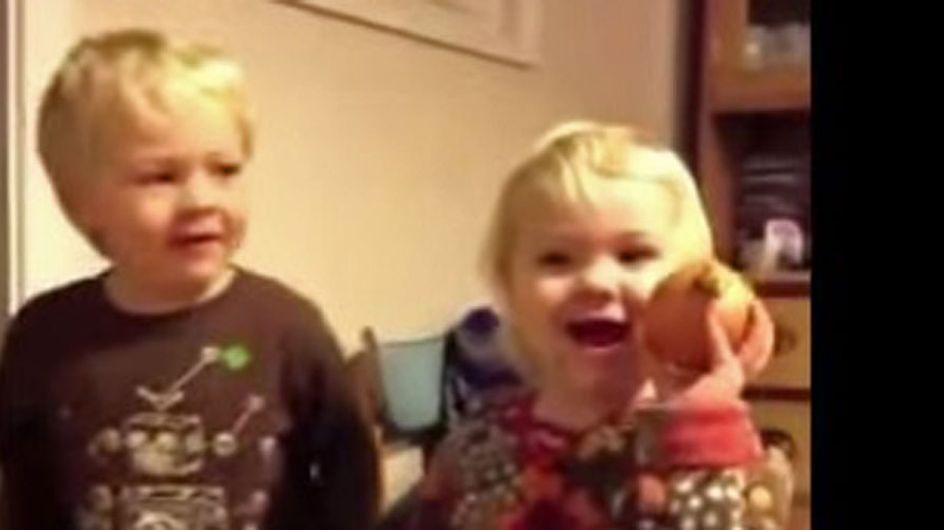 """""""Un regalo de Navidad horrible"""", el vídeo viral que te sacará una sonrisa"""