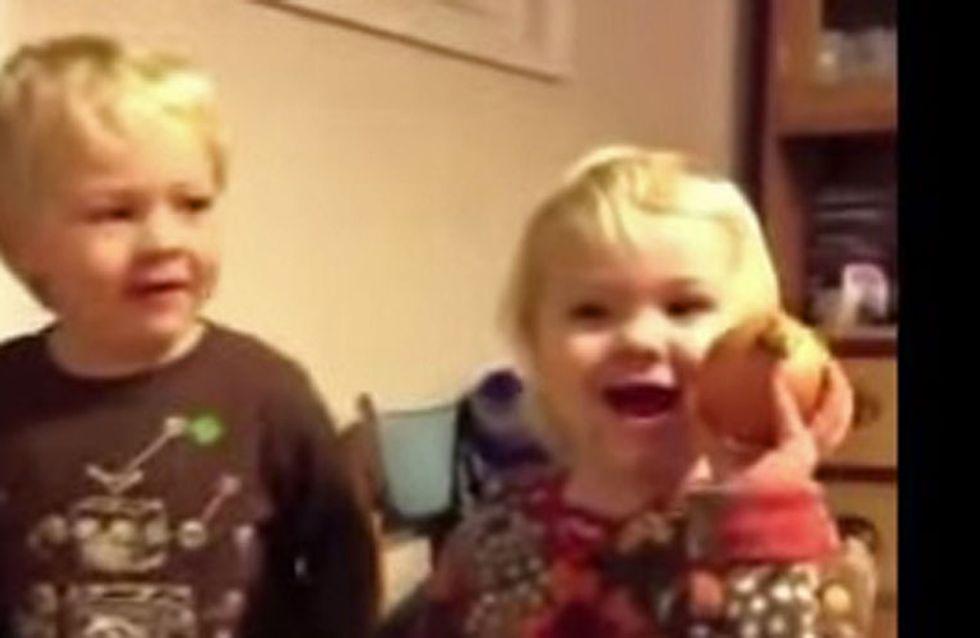 Un regalo de Navidad horrible, el vídeo viral que te sacará una sonrisa