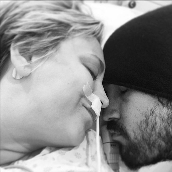 Kaley Cuoco et son mari à l'hôpital