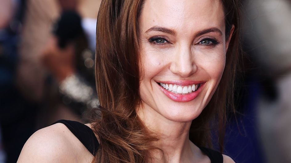 Des photos d'Angelina Jolie topless à 19 ans refont surface