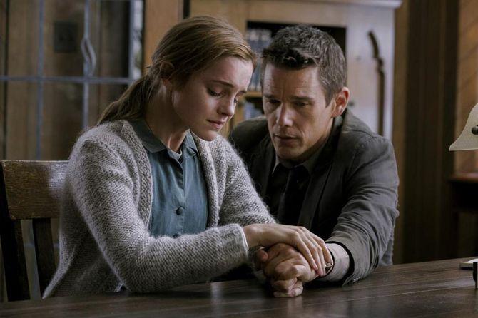 Emma Watson et Ethan Hawke dans Regression