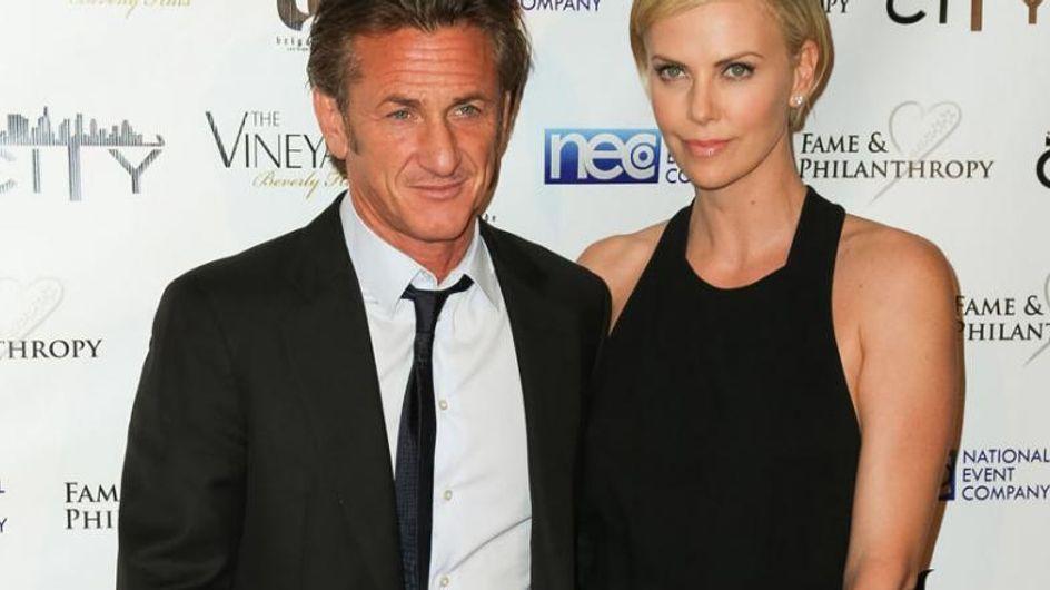 Hat Sean Penn um Charlize Therons Hand angehalten?