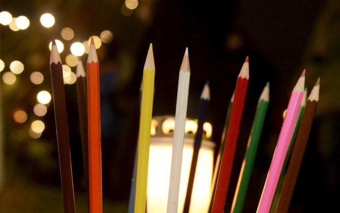 Les hommages de la foule à Charlie Hebdo
