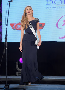 Camille Cerf à la soirée d'accueil des candidates de Miss Univers