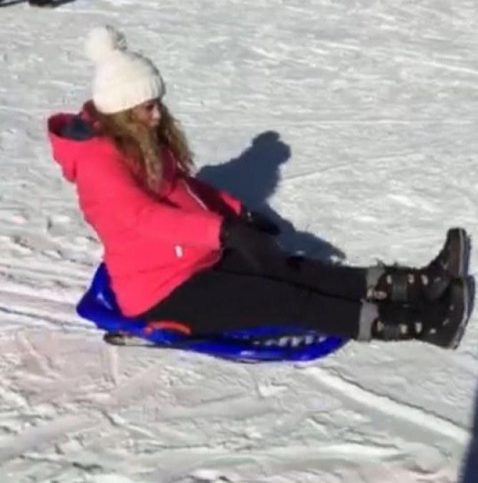 Shakira enceinte aux sports d'hiver