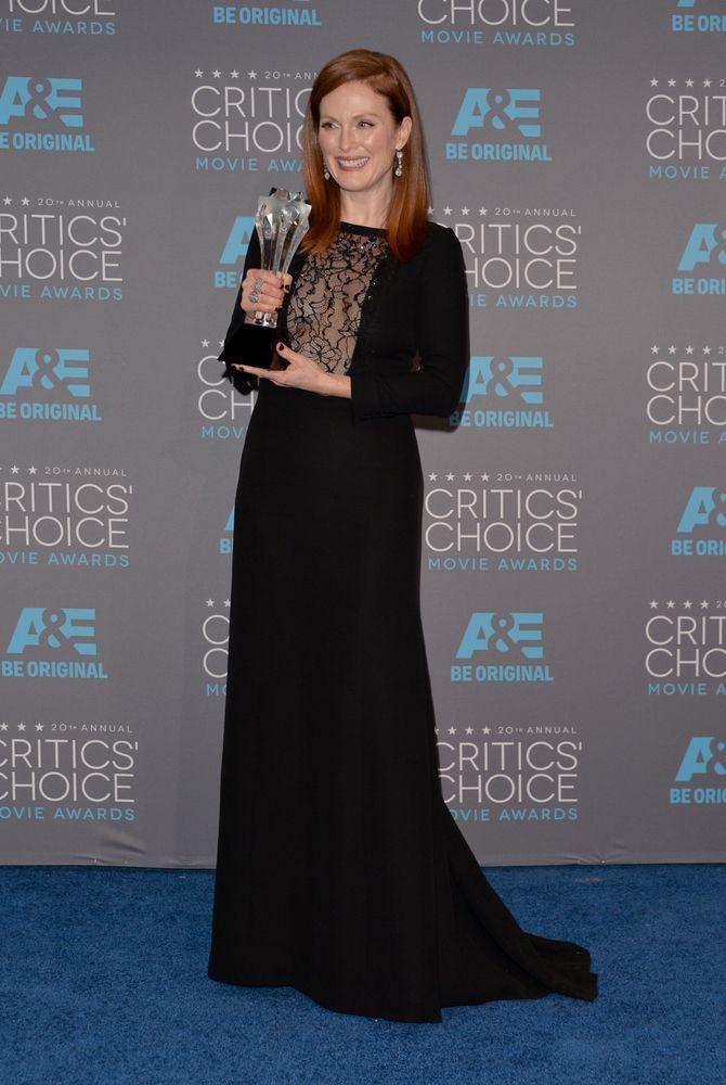 Julianne Moore et son prix de la Meilleure actrice aux Critics' Choice Awards