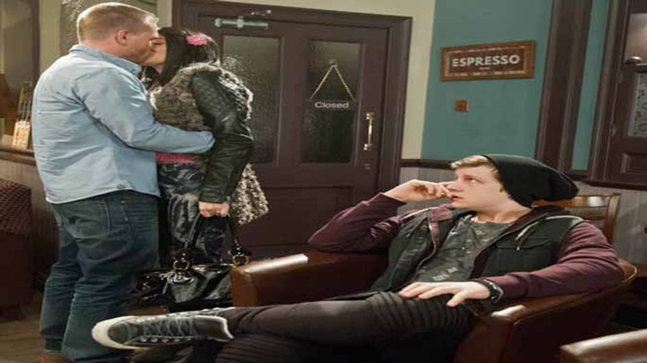 Emmerdale 30/01 – Robert threatens Katie not to play with fire