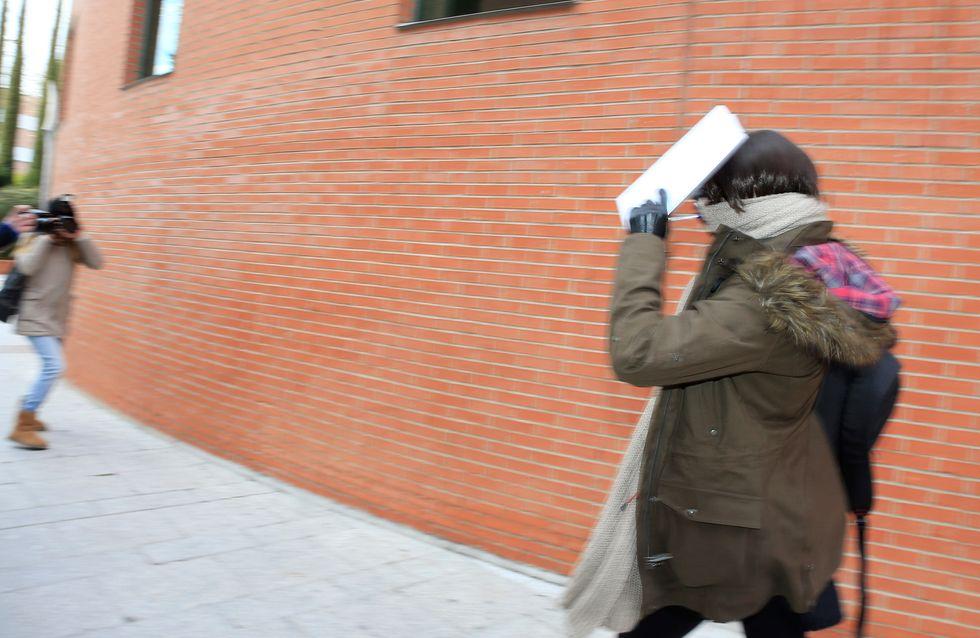 Patricia Conde, disfrazada para despistar a los fotógrafos en los Juzgados