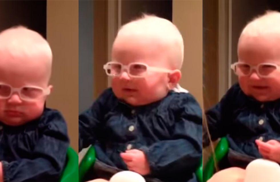 A comovente reação de um bebê ao ver a mãe pela primeira vez