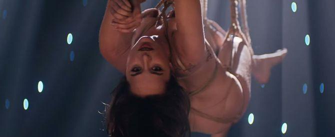 Dakota Johnson dans le clip Earned It